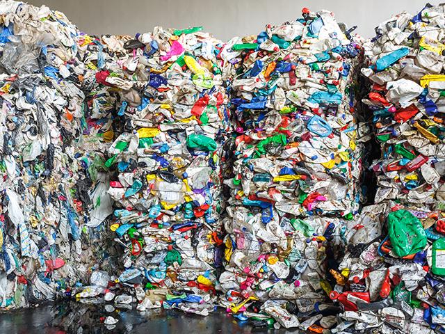 Recyclage de déchets plastiques à Lyon dans le Rhône